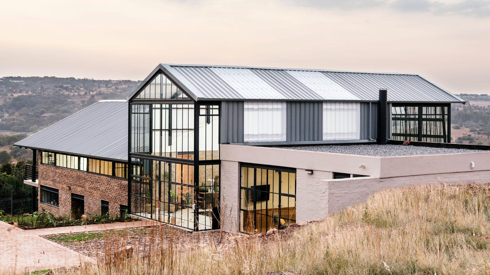 conservatory-house-nadine-englebrecht-architecture-south-africa_dezeen_2364_hero-1704×959